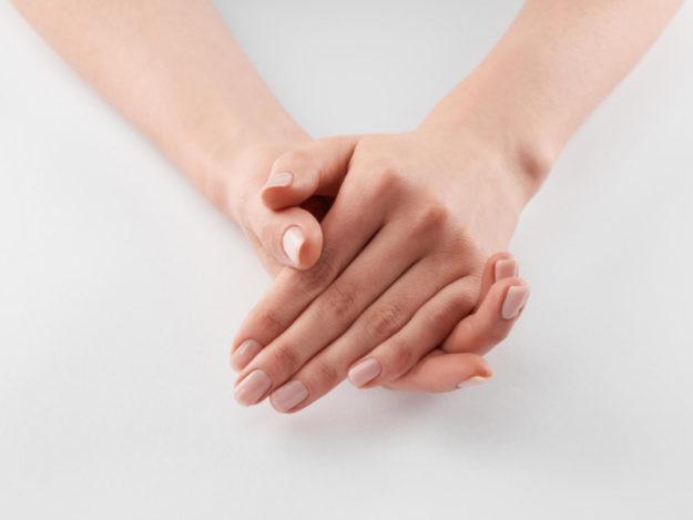 суха напукана кожа на ръцете